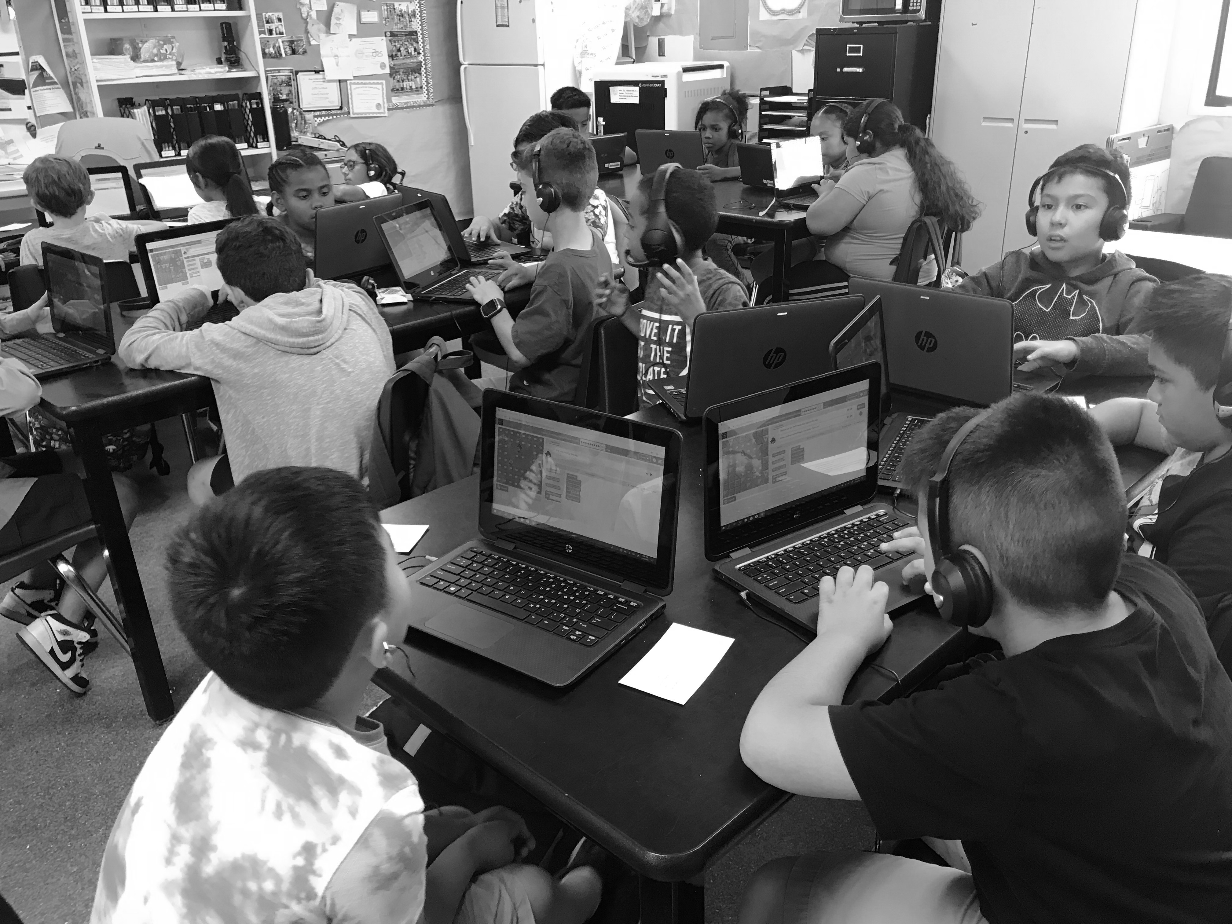 Kids playing in code.org
